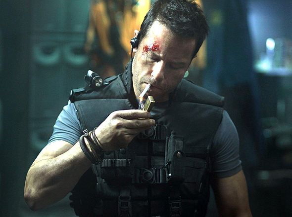 Guy Pearce takes a smoke break in 'Lockout'