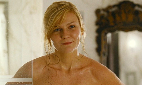 Kirsten Dunst finishes her shower in 'Wimbledon'