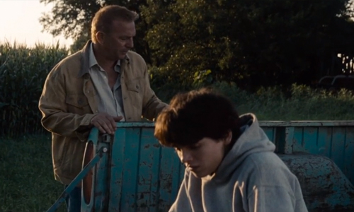 Kevin Costner has a talk with his young adopted son, Clark Kent (played at 13 by Dylan Sprayberry)
