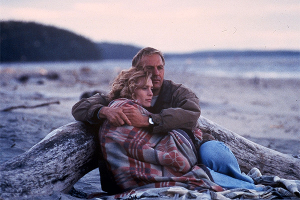 Kevin Costner and Robin Wright in 'Message in a Bottle'