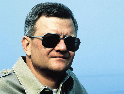 Tom Clancy, author of 'The Hunt for Red October' and 'Sum of All Fears' has died