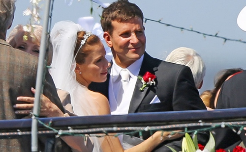 Sienna Miller and Bradley Cooper as Taya and Chris Kyle in 'American Sniper'