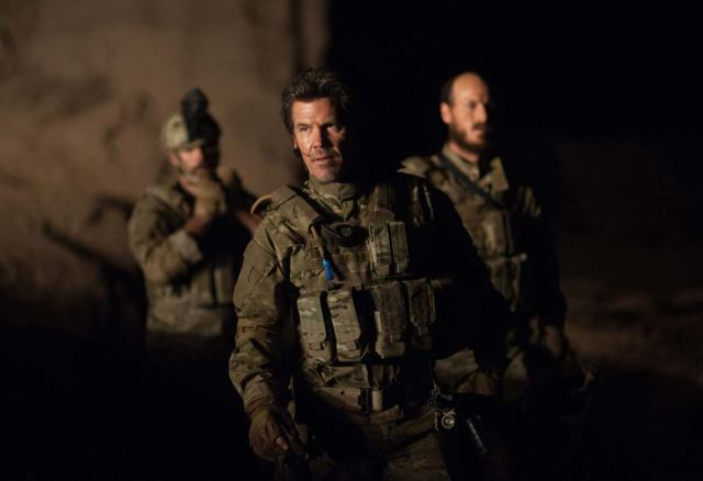 "Josh Brolin as ""Matt Garver"" with two of the operators from Delta in 'Sicario'"