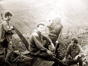 Фото на кратере. Ощепков - первый слева.