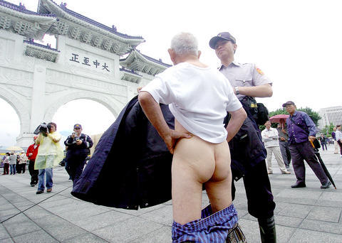 (Photo, courtesy of TAIPEI TIMES, by Lo Per-Der)  A policeman holds up a coat to cover the private parts of an old man who dropped his pants and shouted Chen Shui-bian has no balls to protest the renaming of Chiang Kai-shek Memorial Hall to National Taiwan Democracy Memorial Hall during a name change ceremony Saturday, May 19, 2007.