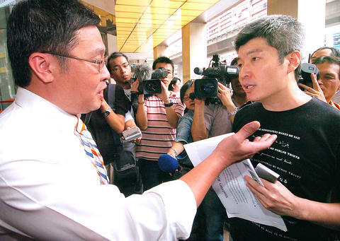 (dated July, 2007) Ho Tsung-hsun, left, head of an environmental advocacy group, speaks with Jason Tsai, a representative of Breeze Center.