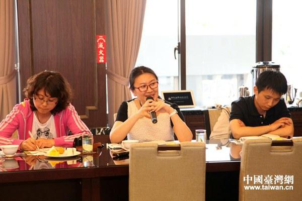 北京石刻藝術博物館館長助理石奕在研討會上發言。(中國臺灣網 雍紫薇 攝)