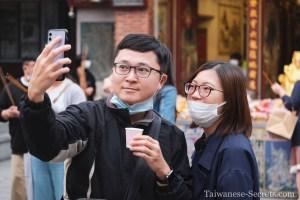 taiwanese couple take a selfie