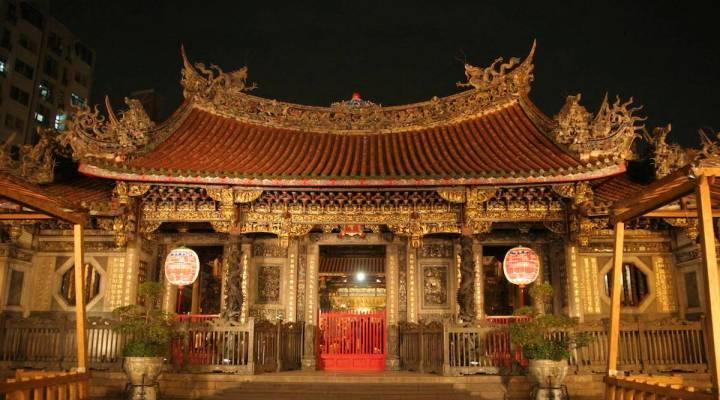 lonshan temple in taipei taiwan