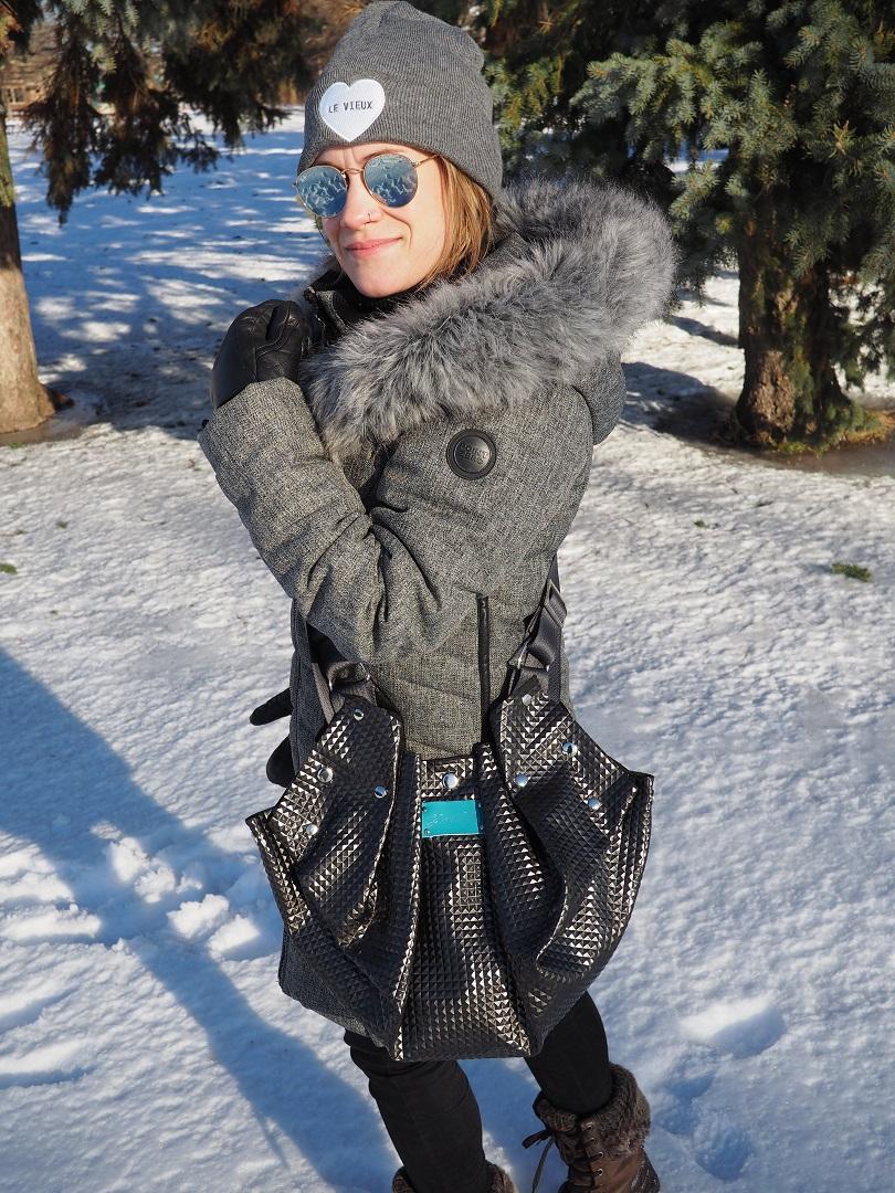 sac bandouliere noir vegan black vegan leather shoulder bag cuir Montreal ecoresponsable