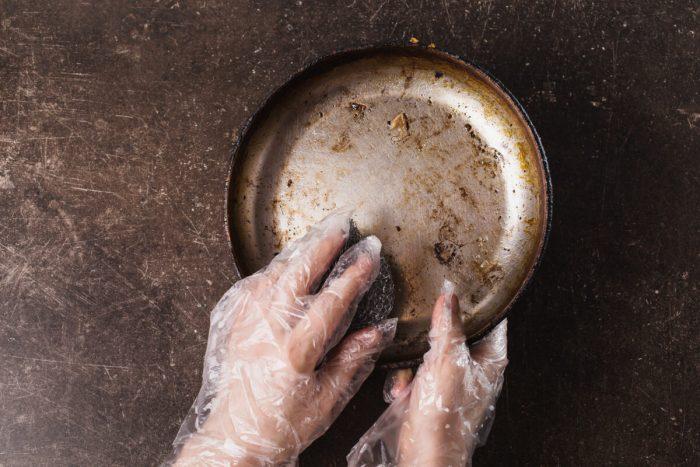 フライパンや鍋の焦げつきの落とし方