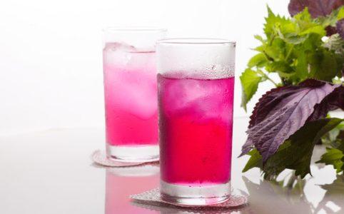 グラスに注がれた紫蘇ジュース