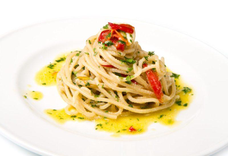 お皿に盛られたペペロンチーノ