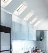 北側だけど天窓で明るいキッチン