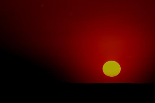 冷たい太陽の下