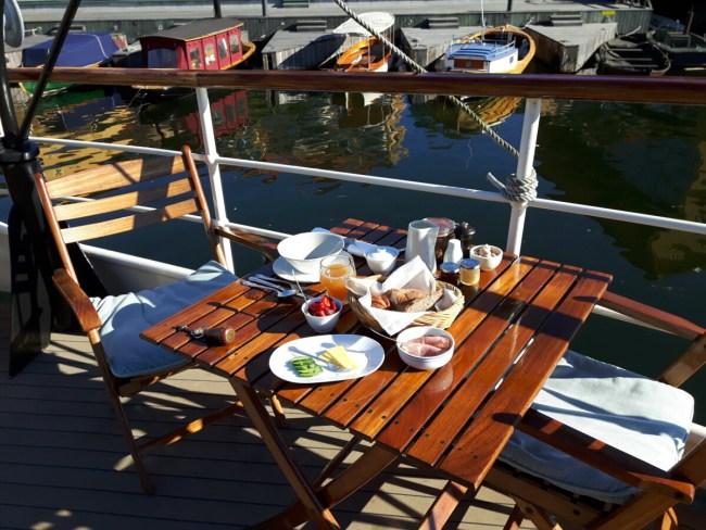 Ontbijt op het dek