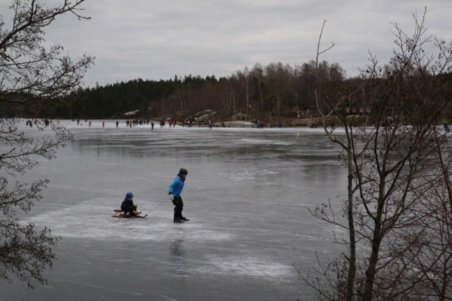 Hellasgarden winter slee op het ijs
