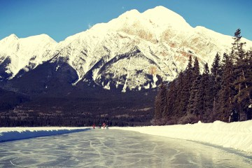 Jasper in the winter: read about all the activities to do while visiting Jasper National Park in the wintertime