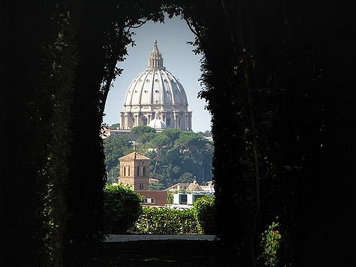 off the beaten track sights in rome aventine keyhole takingtotheopenroad peggytee