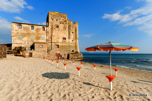italy's top coastal destinations piombino Torre-Mozza_Toscana taking to the open road peggy tee wikipedia