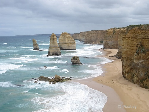 things to do on the great ocean road 12 apostles takingtotheopenroad peggytee pixabay
