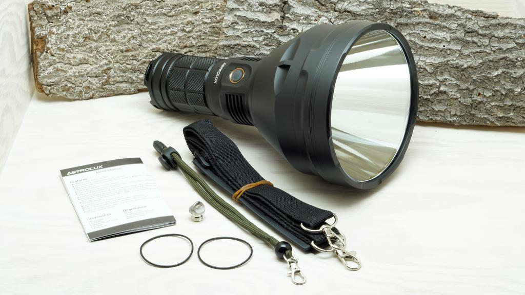 Astrolux MF04 Thrower im Test Review  Flashlight Geeks