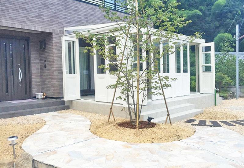 英国風ガーデンルームでくつろぐお庭 甲賀市