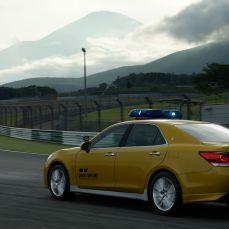 Gran-Turismo-Sport-Toyota-Crown-Athlete-G-Safety-Car-003