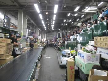 【画像】今度は場所流通センターにある札幌花き市場の視察です