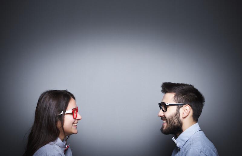se regarder dans les yeux pour communiquer