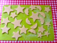 A traditional Christmas favourite - Christmas Shortbread Biscuits. Buttery melt in the mouth shortbread - delicious & easy to make. Perfect for a homemade gift!