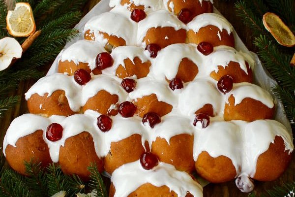 Sweet & Spicy Christmas Tree Bread