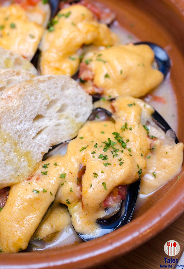 Magnum Cafe Baked Mussels in Fundido