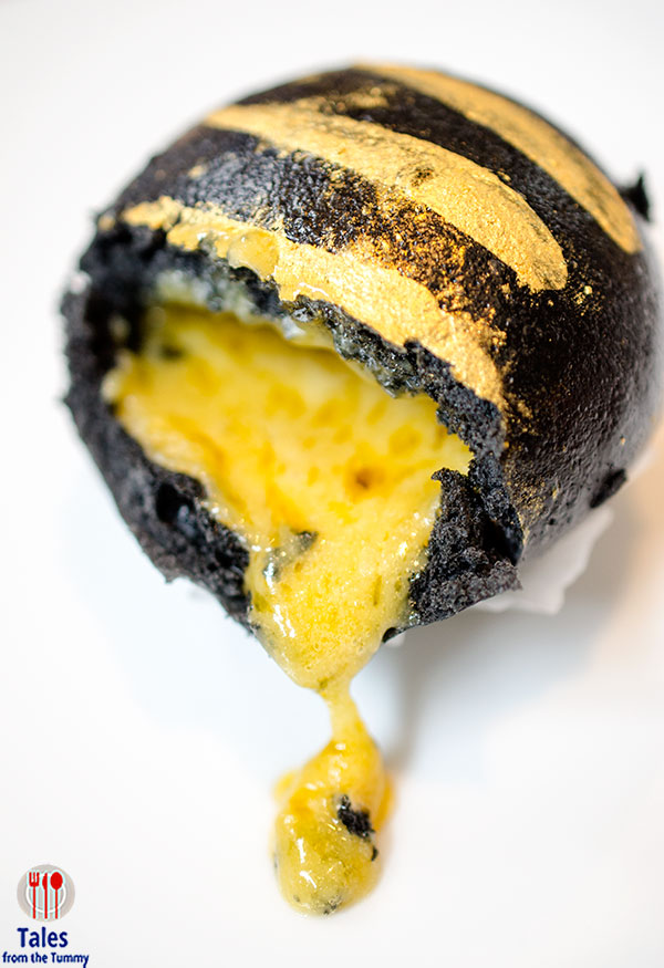 china-blue-conrad-manila-black-gold-egg-custard-buns-01