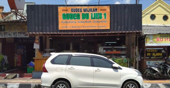 authentic gudeg bu lies
