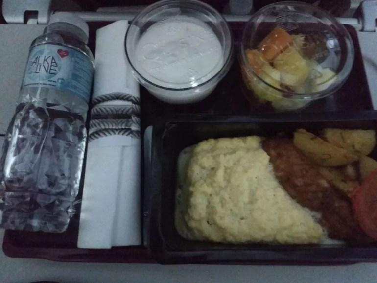 scrambled eggs sausage economy class food qatar airways