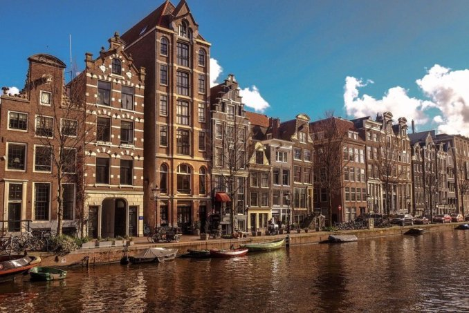 Walking the romantic views of Amsterdam