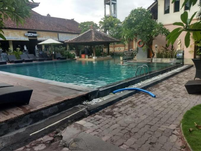 swimming pool in Bali for fun. A cheap acitivty