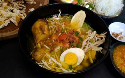 How to make Soto Ayam from scratch (Indonesian chicken soup). 10 easy steps