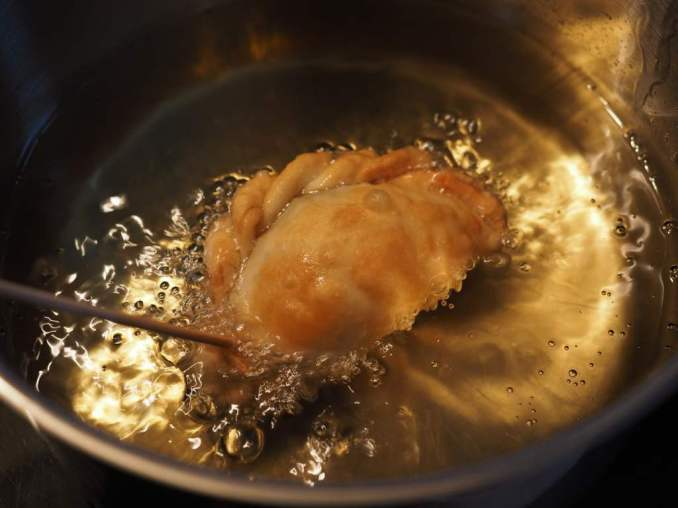 Cooking oil to fry empanada