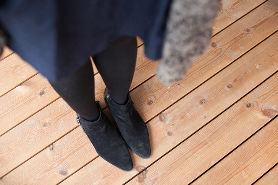 navyblaues kleid von zara mit schwarzen boots (5)