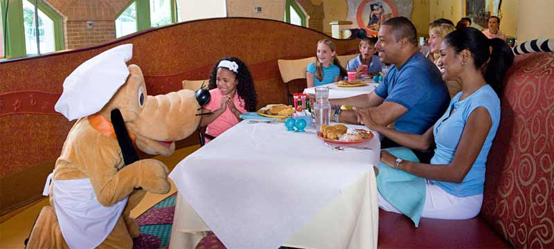 Disney Characters Temporarily Move For Dinner From Goofyu0027s Kitchen To PCH  Grill At Disneyu0027s Paradise Pier Hotel