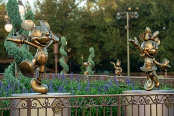 """Mickey Mouse and Minnie Mouse are two of the """"Disney Fab 50"""" golden character sculptures appearing in all four Walt Disney World Resort theme parks in Lake Buena Vista, Fla., as part of """"The World's Most Magical Celebration,"""" beginning Oct. 1, 2021, in honor of the resort's 50th anniversary. (David Roark, photographer)"""