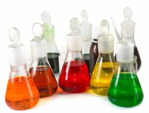 Lab glassware with dye