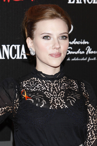 Scarlett Johansson Has Brown Hair Now Makeup And Beauty