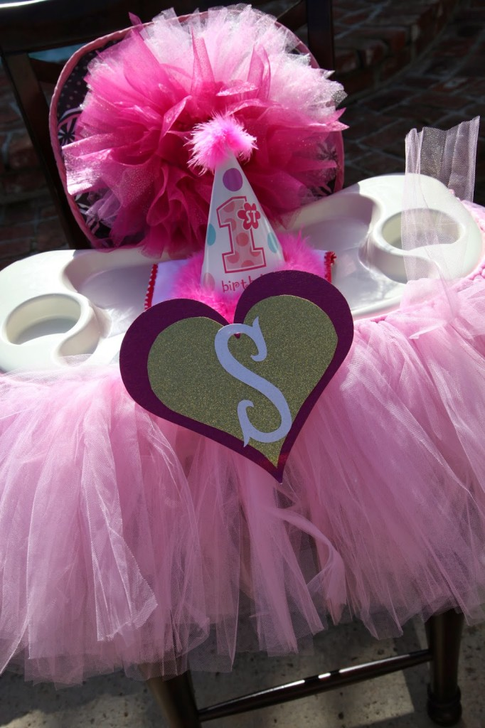 """Samantha and Amelia's """"Baby Love"""" First Birthday Party: The Decor"""