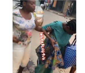 Lady gives birth along the road in Egbeda, Lagos State (video)