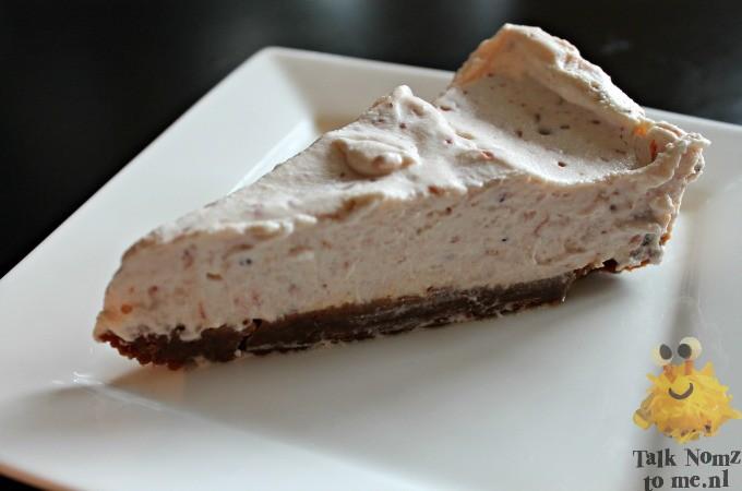 No bake cheesecake met aardbeienjam | TalkNomzToMe.nl