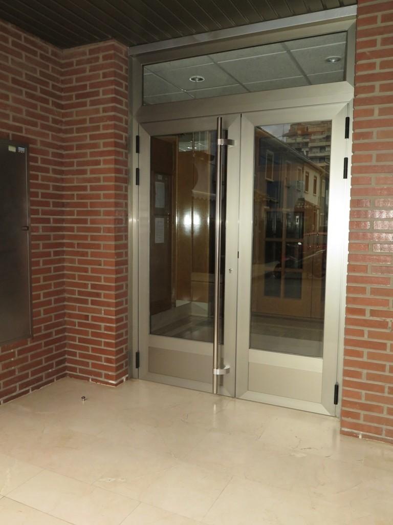 Puertas residenciales  TALLERES USIETO