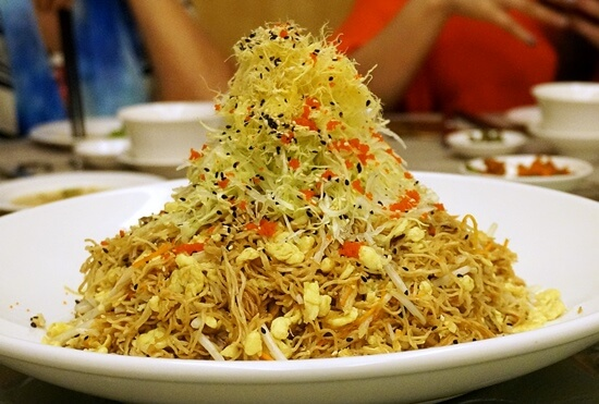 Egg Noodles with Sautéed Crab Meat, Egg and Bean Sprouts (鱼子桂花炒生面)